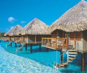Luxurious-le-meridien-bora-bora-resort-m