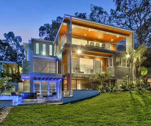 Luxury-contemporary-home-on-brisbane-river-m