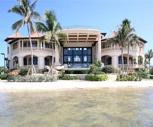 Luxury-mansion-in-the-cayman-islands-m