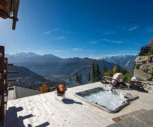 Magnificent-chalet-trois-couronnes-in-switzerland-m