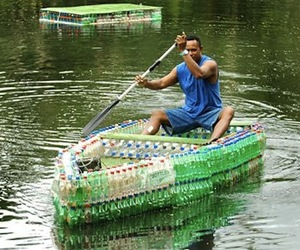 Man-in-fiji-makes-boat-from-littered-bottles-m