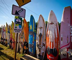 Maui-based-salvaged-surfboard-fence-m