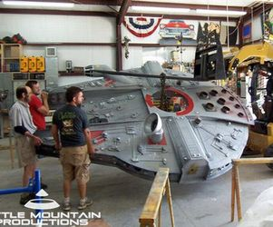 Millennium-falcon-play-fort-m