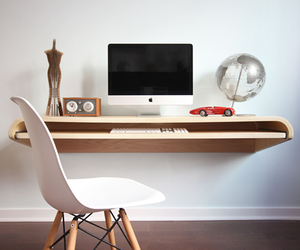 Minimal-float-wall-desk-m