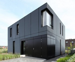 Minimalist-home-with-expanding-metal-exterior-m