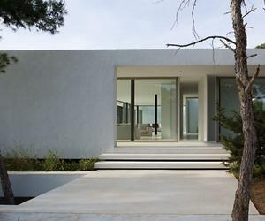 Minimalist House - Materialicious