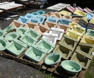 Mint-condition-vintage-bath-fixtures-m