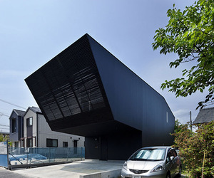 Modern-black-home-in-japan-m