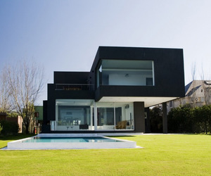 Modern-black-house-on-the-lake-m