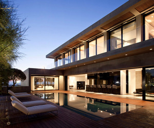 Modern-concrete-beach-home-in-israel-m