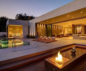 Modern-home-with-fine-materials-and-great-views-in-la-m