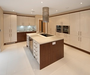 Modern Kitchen design by badelkitchens