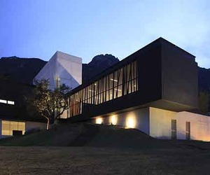 Modern-sustainable-design-of-bc-house-m