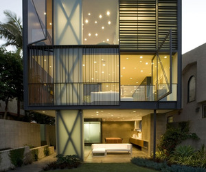 Modern-sustainable-living-on-the-venice-canal-m