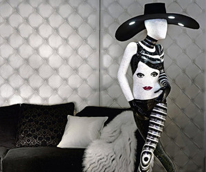 Mosaic-floor-lamp-inspired-by-the-womans-body-m