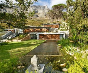 Mountain-house-by-van-der-merwe-miszewski-architects-m