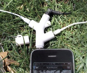 Music-branch-headphone-splitter-m