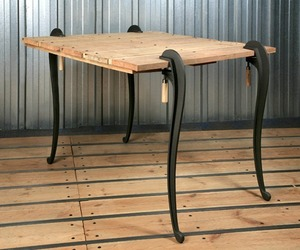 Naja-table-m