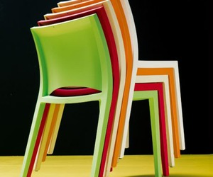 New-sleek-minimalist-chair-design-m