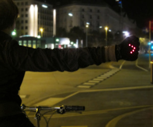 Night-biking-gloves-with-led-turn-signals-m