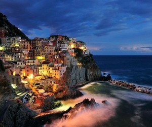 Northern-italys-cliffside-town-of-manarola-m
