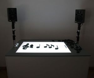 Notput-interactive-table-lets-you-learn-the-music-m