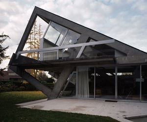 Oblique-concrete-house-by-claude-parent-m
