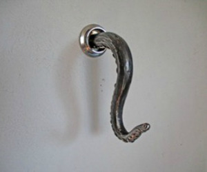 Octopus-tentacle-bathroom-towel-hook-m