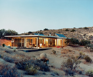 Off-grid-it-house-in-california-by-taalman-koch-m
