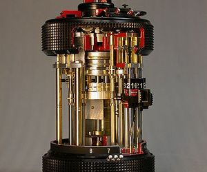 Oldest-known-pocket-calculator-curta-had-605-parts-m
