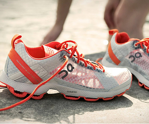 On-cloudracer-ultralight-running-shoes-m