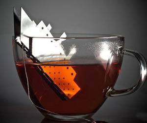 Original-titanic-tea-bag-holder-by-gordon-adler-m