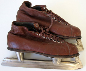 Pair-of-vintage-brown-leather-ussr-ice-skates-size-37-m