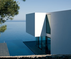 Perched-on-the-edge-of-a-cliff-in-spain-m