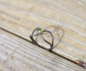 Peridot-loop-ring-m