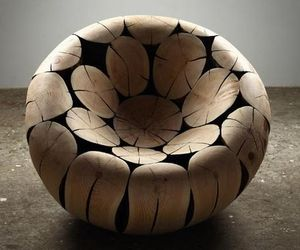 Pine-and-chestnut-chair-by-jaehyo-lee-m