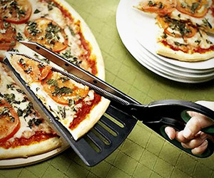 Pizza-scissors-and-spatula-all-in-one-utensil-m