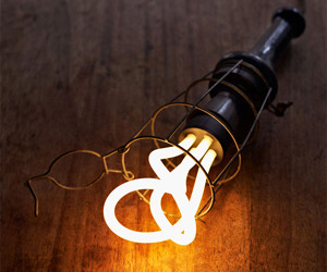 Plumen-energy-saving-light-bulb-m