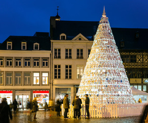 Porcelain-christmas-tree-in-belgium-by-mooz-m