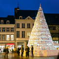 Porcelain-christmas-tree-in-belgium-by-mooz-s