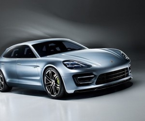 Porsche Hybrid Panamera Vehicle