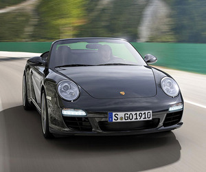Porsche-is-back-in-black-m