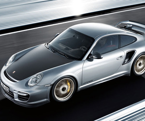 Porsche-outdoes-itself-with-the-gt2-rs-m