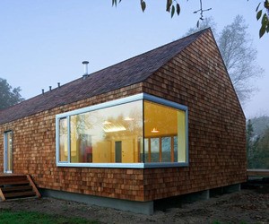 Quickly-assembled-cedar-house-by-hudson-architects-m