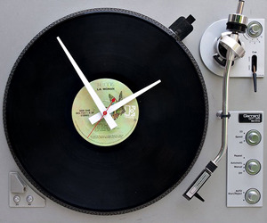 Recycled-turntable-clock-m