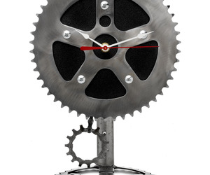 Recyled-bicycle-parts-pendulum-clock-by-graham-bergh-m