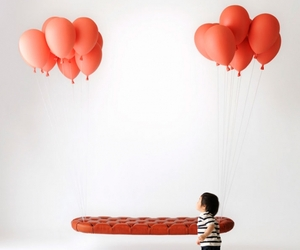 Red-baloon-bench-m