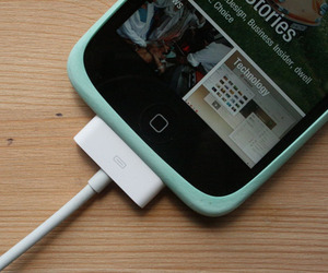 Rubber Produce Band Turned iPhone Grip | DIY