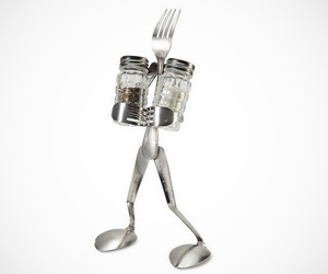 Salt-and-pepper-man-stand-m