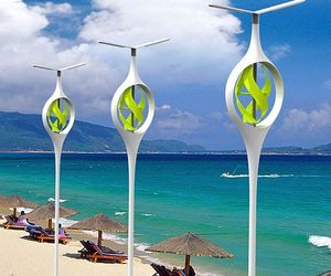 Sea-and-land-breeze-powered-beach-lamp-m